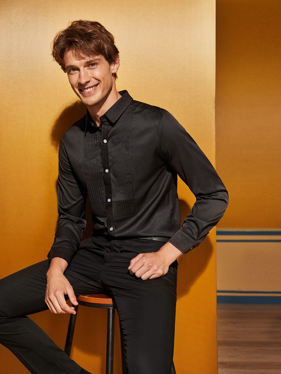Men Pleated Detail Solid Shirt