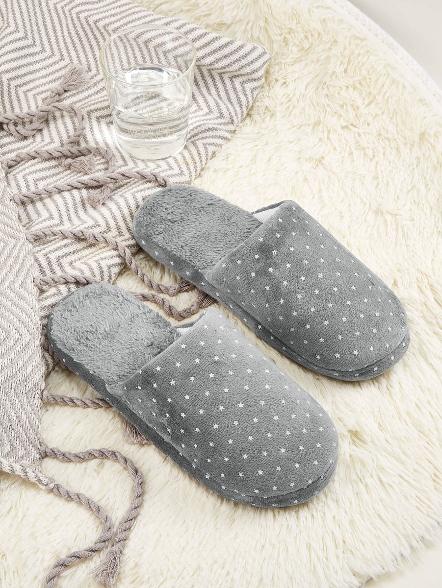 Men Star Graphic Fuzzy Slippers