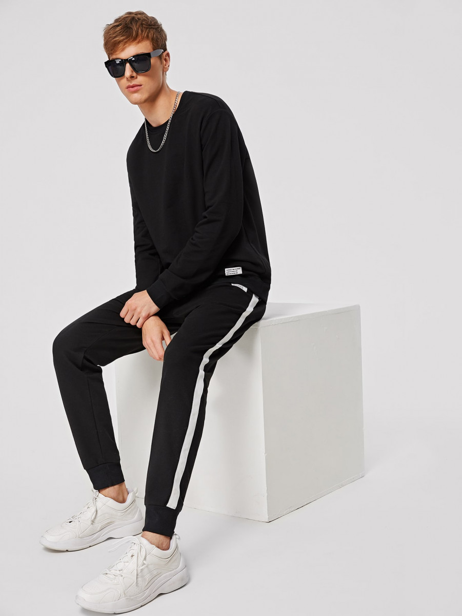 Men Patched Detail Pullover and Contrast Sideseam Sweatpants Set