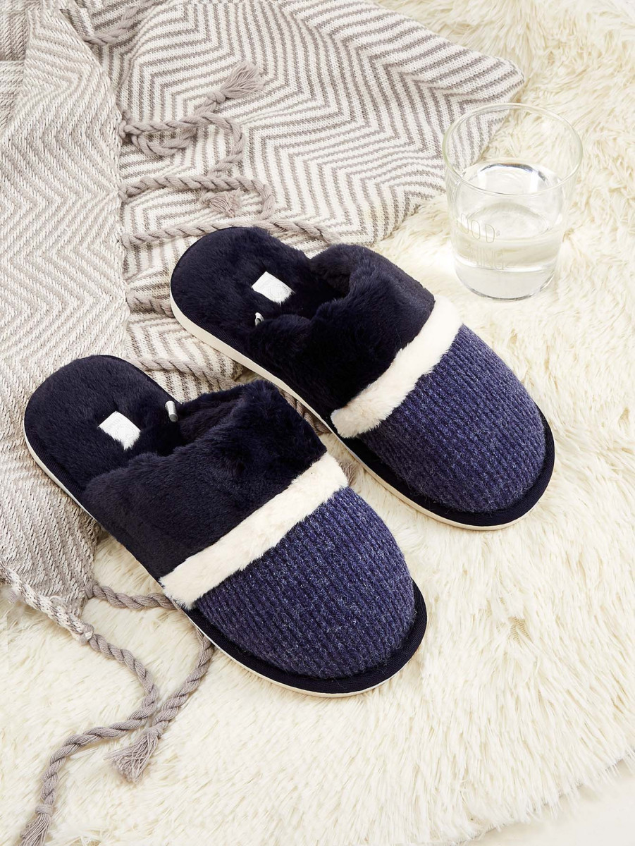 Men Quilted Fuzzy Slippers
